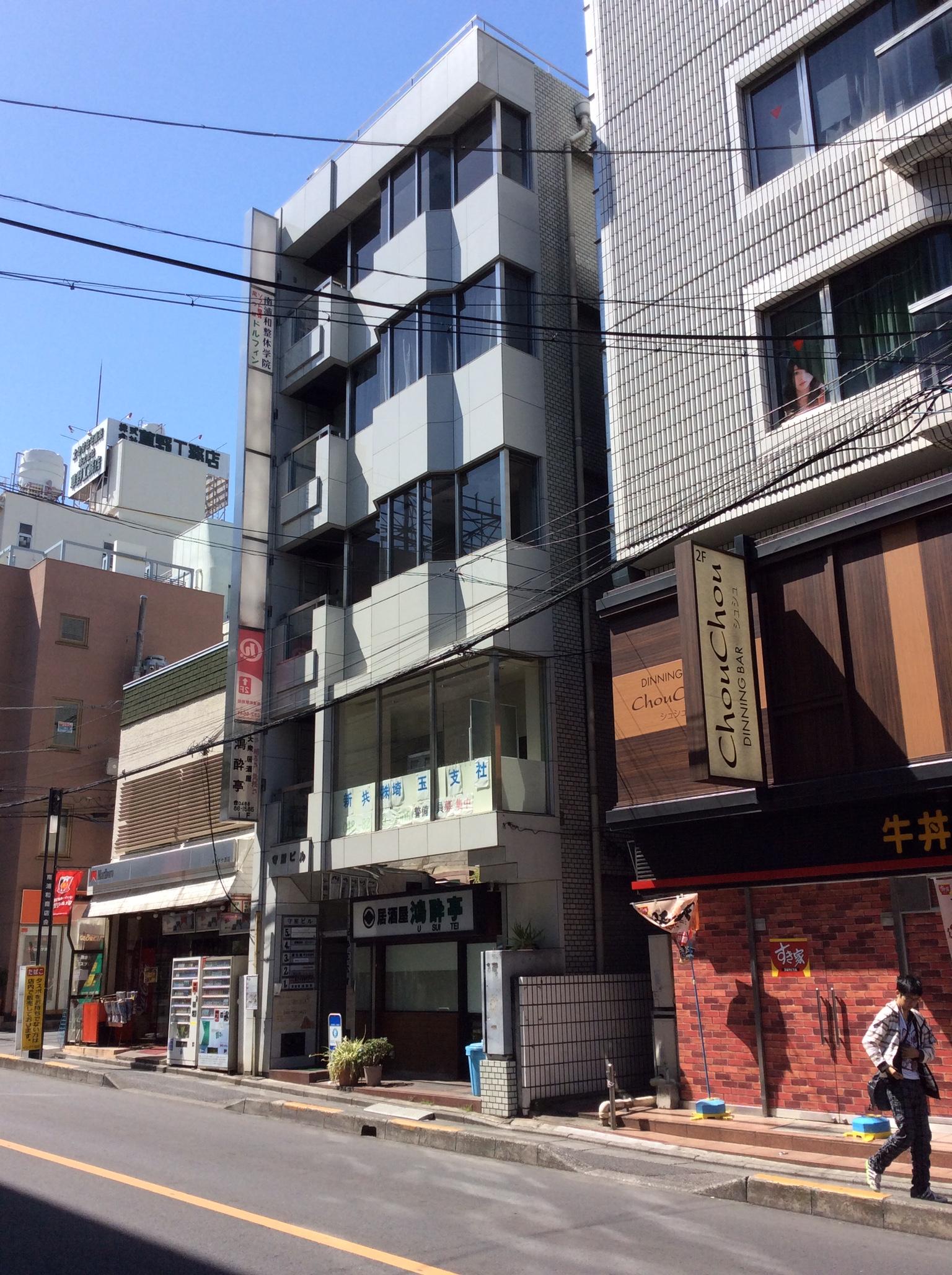 南浦和駅1分・某フライドチキン向かいのビルの3階がフリームジャパンです