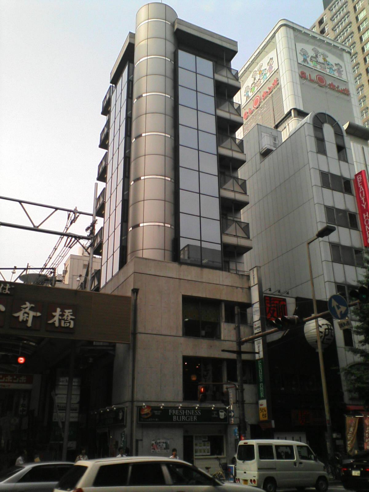 御堂筋本町★商店街の入口です